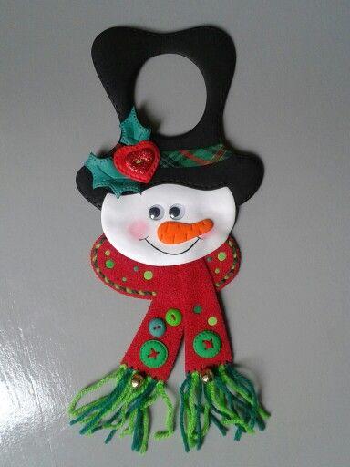 Muñeco de nieve para las puertas con pomos, elaborados con foamy.