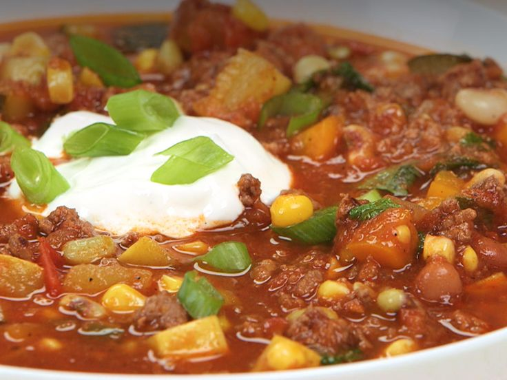 Farmers' Market Summer Chili | Put your farmers' market-fresh to work in this vibrant summer chili. Perfect for your next casual get-together or even as a make-ahead freezer meal to guarantee you have an easy dinner to come home to after vacation, this vibrant chili is easily customized based on your preferences and what you have on hand. You can swap in ground turkey or pork for the beef or black beans for the pinto beans to switch things up. Serve with sour cream and any other favorite…