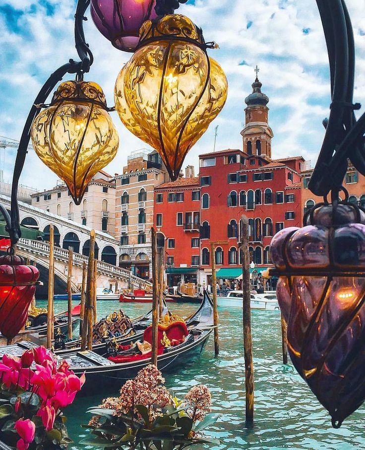 #Venice - Italy // Photo by Senai Senna (sennarelax) • Instagram photo