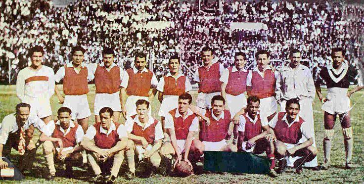Independiente Santa Fe campeón en 1948 Arriba: J. Samudio, J. Kaor Doku, O. Bernau, L. Delli, XX, XX, A. Guardiola, L. Vásquez, C. Carrillo Nalda (DT) y J. Gaviria. Abajo: G. Pineda, H. Antón, L. Rubio, J. Lires López, M. Talero, C. Sánchez y A. de la Hoz.