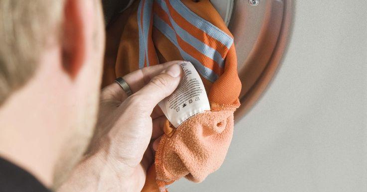 Cómo arreglar una lavadora Whirlpool que tiene olor a quemado. Con el detergente y el suavizante, lavar la ropa debe crear un olor agradable en tu casa. Si un componente de tu lavadora se rompe, esta puede producir un olor desagradable cuando funciona, tal como un olor a quemado. Para deshacerte del olor, tienes que arreglar la lavadora Whirlpool.