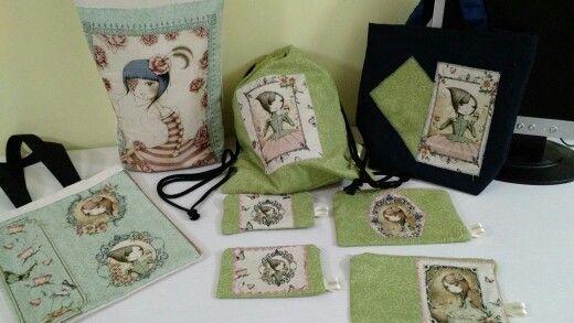 Bolsas, mochilas, neceseres y monederos. Me encanta la nueva tela de Santoro. Mirabelle.