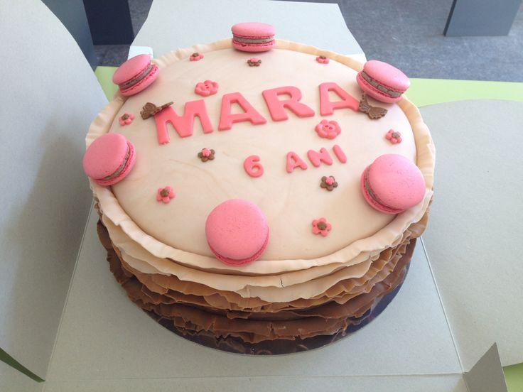 Mara's ruffle cake macarons