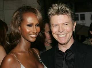 Image copyright                  Getty                  Image caption                     Bowie e Iman se casaron en 1992 y tuvieron una hija, Alexandria.    David Bowie no solo dejó un inmenso legado musical –más de 139 millones de copias vendidas durante sus casi 50 años de carrera musical-, sino también una generosa herencia. Este sábado se conoció que el músico británico, quien falleció el pasado 10 de enero en Nueva York, dejó bienes por un