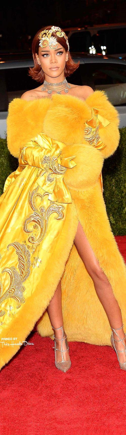 Рианна в Guo Pei Couture, Louboutin обувь Getty Images / Kevin Mazur