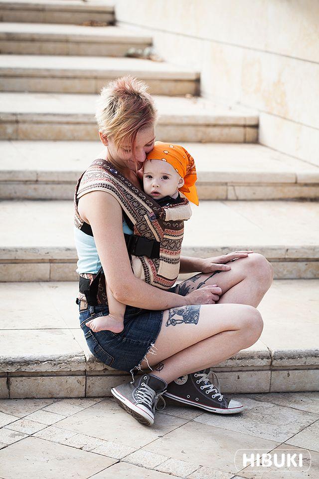 Photosession: Karaush Zara Indio Tricolor baby carrier - Hibuki