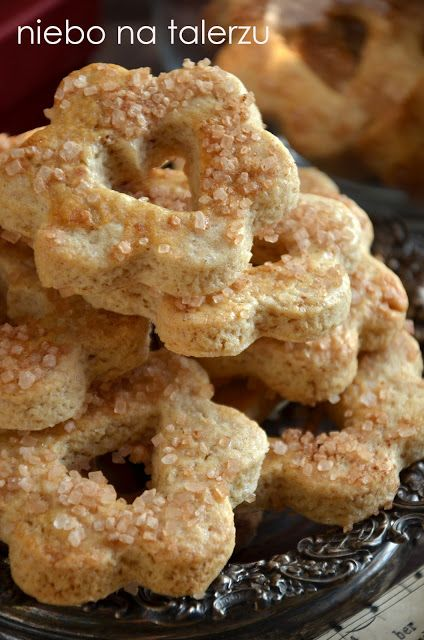 Pyszne ciasteczka cynamonowe nadają się do zrobienia z dzieciakami. Należy wziąć trzy głębokie oddechy i uzbroić się w cierpliwość. Nadadzą się do