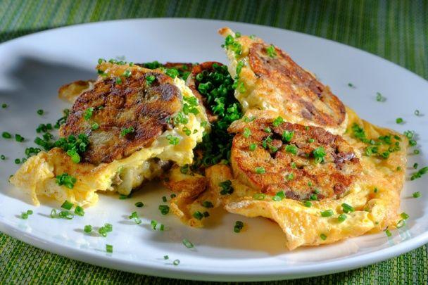 Žemľovo-pečienočková knedľa s omeletou