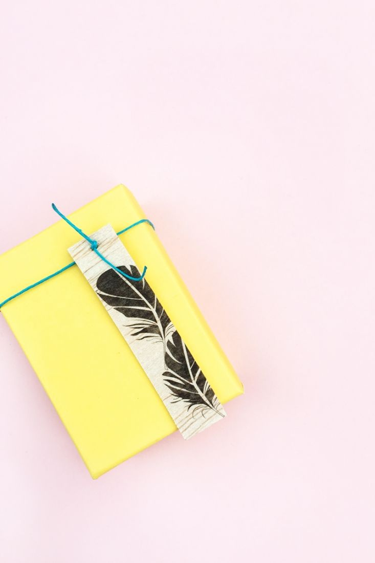 DIY Feather Wood Tags - All you need is this free feather download, some balsa wood and printable tattoo paper to make these pretty tags. Click through for the tutorial....