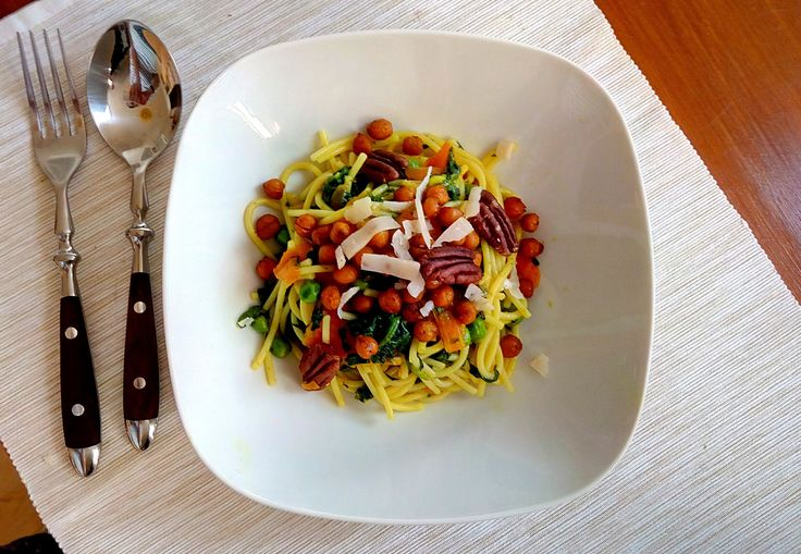Yellow legumes pasta serving