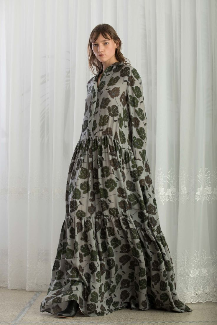 https://www.vogue.com/fashion-shows/pre-fall-2018/christian-wijnants/slideshow/collection#9