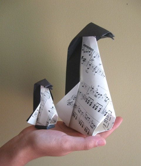 Music origami penguins.Origami Pikkewyn, Penguins Love, Music Penguins, Music Origami, Penguins 12 50, Origami Music, Origami Penguins, Penguins 3, Music Notes