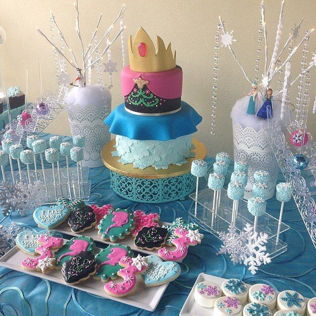 Elsa And Anna Cake Decoration : 17 Best images about Frozen Birthday ? Beautiful, Anna ...