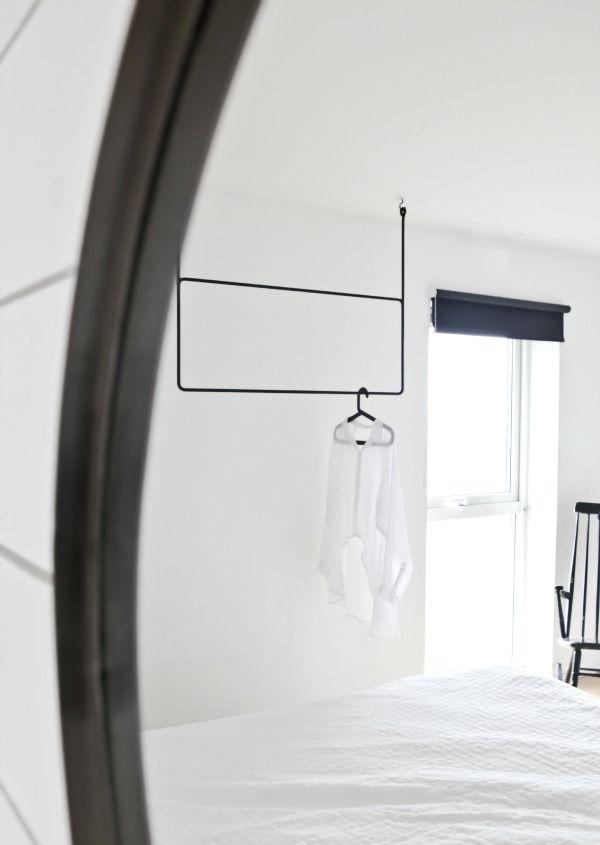 vertical coat hanger