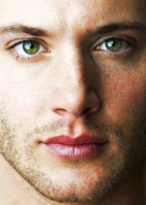 светло зеленые глаза у мужчин фото еще лебяжье