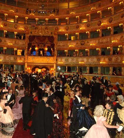 La Fenice di Venezia festeggia il Carnevale 2014: 3 opere e la famosa Cavalchina - Fermata Spettacolo