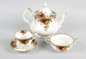 LOT:510   Two boxes containing an extensive Royal Albert dinner service, with 'Old Country Roses' print, etc