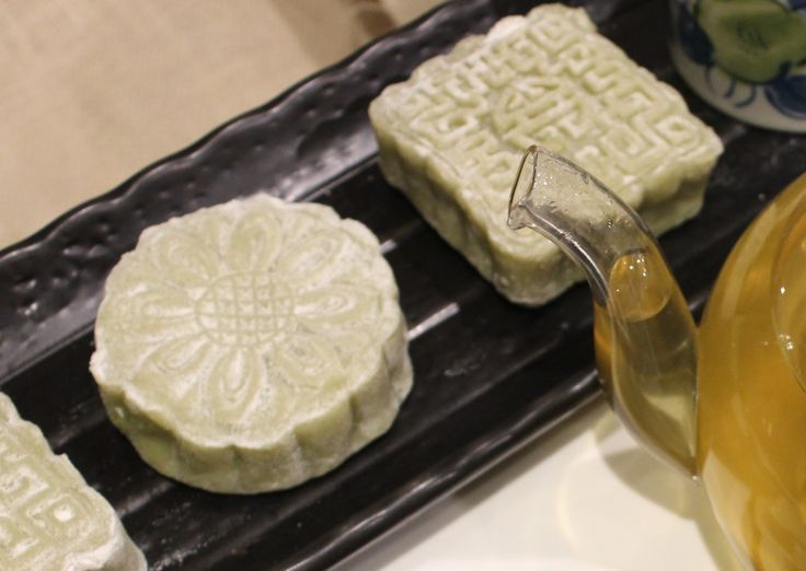 (Matcha) Green tea Red bean Snowskin Mooncakes // Cook Up A Passion ♥ Enjoy the atmosphere of the Full-Moon Festival by sharing these Matcha Green tea Red bean Snowskin Mooncakes with your loved ones. ♥