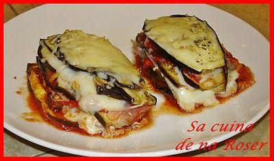 montados de berenjena con tomate, jamón y queso