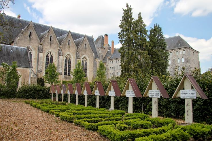 les sepultures des moines.  Abbaye Saint-Pierre de Solesmes. Pays-de-la-Loire