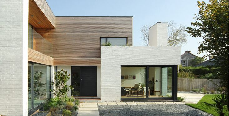 Lovely forms, painted brick and wood cladding combo. Nice front door. Simple hard landscaping.
