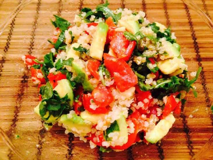 Ricette ghiotte per celiaci: quinoa con avocado e rucola