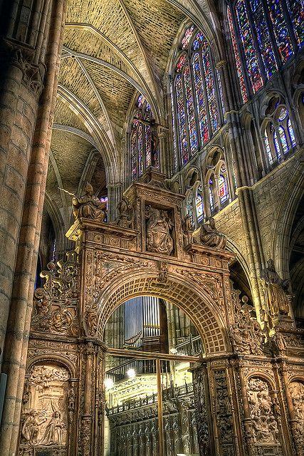 Interior de la Catedral - Cathedral de Leon,  Spain