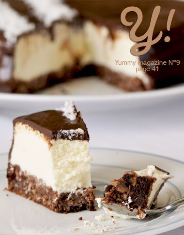 Un Cheesecake comme un Bounty…  Le cheesecake à la noix de coco & chocolat de Sunny Délices, page 41 de Yummy Magazine N°9