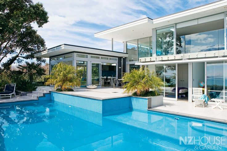 This Auckland home  wraps around a turquoise-tiled pool.