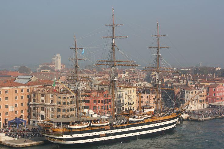 """Venecia. El buque escuela """"Amerigo Vespucci"""""""