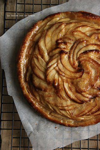 tartefine032 tarte fine aux pommes (feuilletage inversé, compote pomme rhubarbe, fines lamelles de pommes)