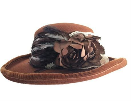 Ladies brown wool hat with velvet rim, lace, flower and feathers.   Made in New York, USA   Era: Circa early 1900s   Condition: In good condition with light wear.  Measurements:    Inside hat circumference 22 Total hat diameter 14  *Will be shipped insured within the United States, signature will be required at time of delivery.