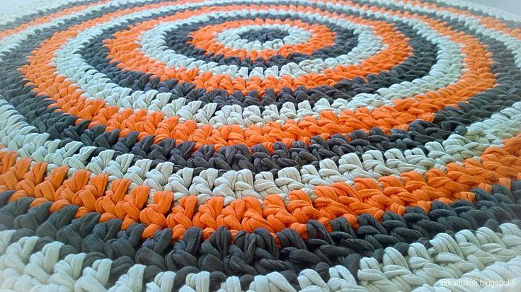 Crochet rug, circle stripes
