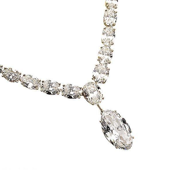 Alexandre Reza, Le golconde.  Un diamant ovale type 2A, Golconde 14,71 carats, 46 diamants ovales 61,00 carats, un diamant ovale 4,39 carats.