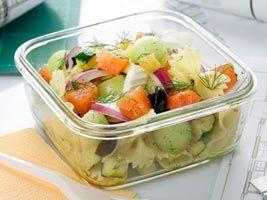 Ensalada de lazos, salmón y queso fresco, #receta sabrosa para llevarla contigo en la oficina ;)