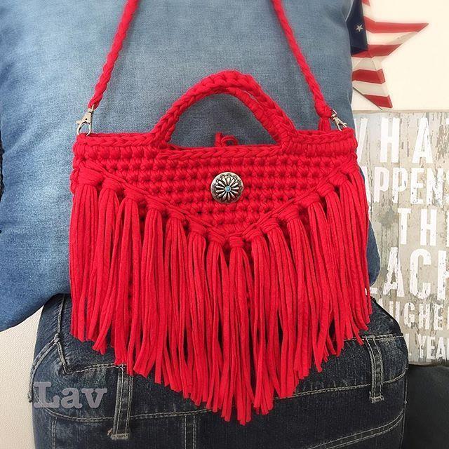 сумочка из трикотажной пряжи с бахромой