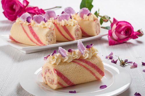 Розови рула с крем от маскарпоне и бял шоколад