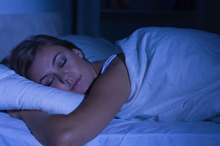 Este es un simple consejo para ayudar a quedarse dormido en cuestión de minutos después de que tu cabeza la hayas descansado en la almohada.