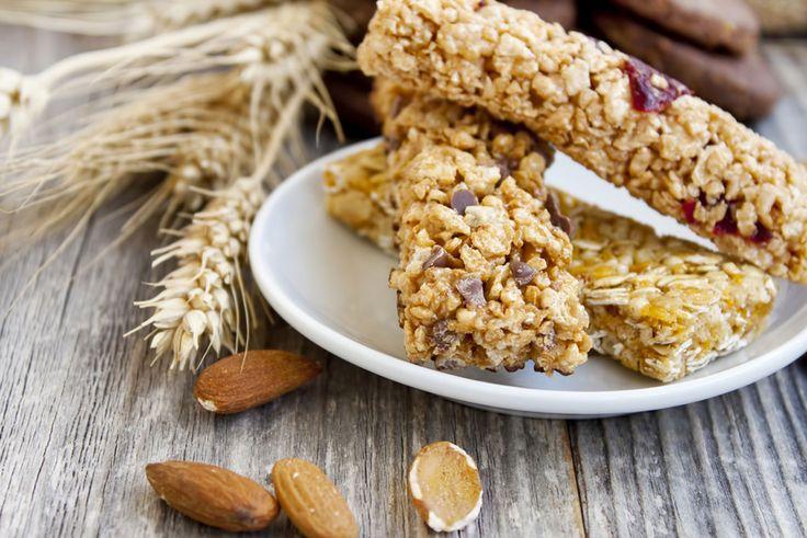 Muslibarer er et sundt og lækkert alternativ, når du er lækkersulten om eftermiddagen eller til dessert. Og de hjemmelavede er endnu bedre. Få opskriften her.