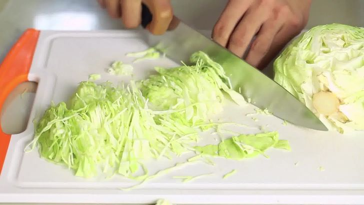 Imagem intitulada Make Sauerkraut Step 1 preview