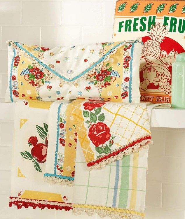 For Mom for Mothers Day         Yellows Turquoise Red Vintage Look Kitchen Towels Fabulous S/4 --- I want these!!!!