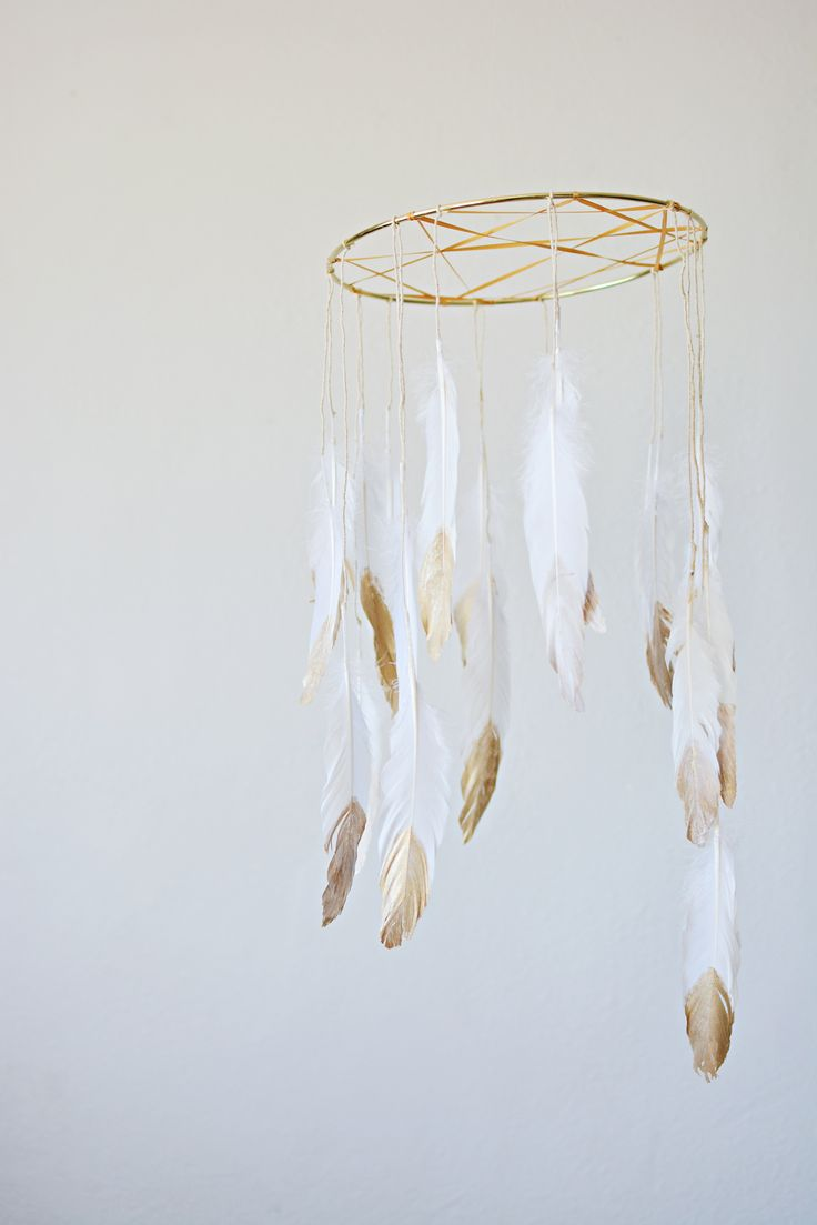 DIY Dream Catcher Mobile - looks nice and simple - would also look nice with beads and different coloured feathers