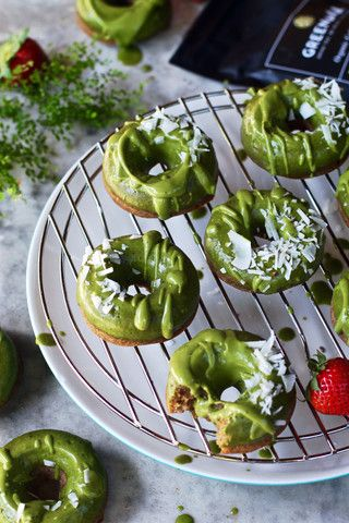 Vanilla Bean and Nutmeg Donuts with Lime & Matcha Green Tea Frosting Vegan, gluten free, refined sugar free, paleo friendly, really just the best healthy donuts