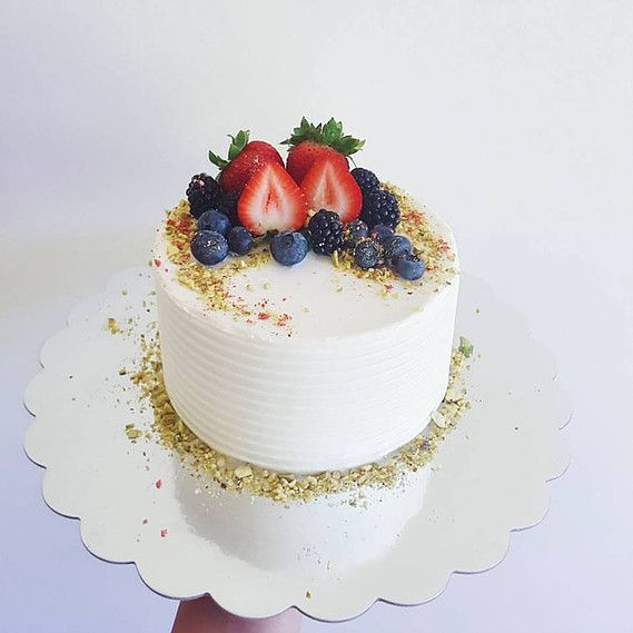 Simple And Elegant Cake Fruit Topped Cake With Images Fruit
