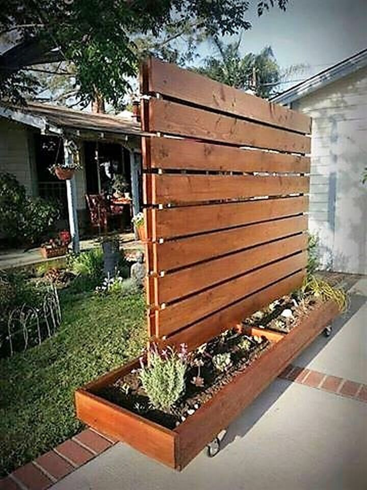The 25 best privacy planter ideas on pinterest privacy for Wood pallet privacy walls