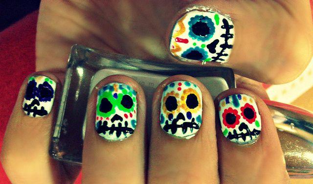 Uñas - Calaveras mexicanas Skull by FarfalaV, via Flickr