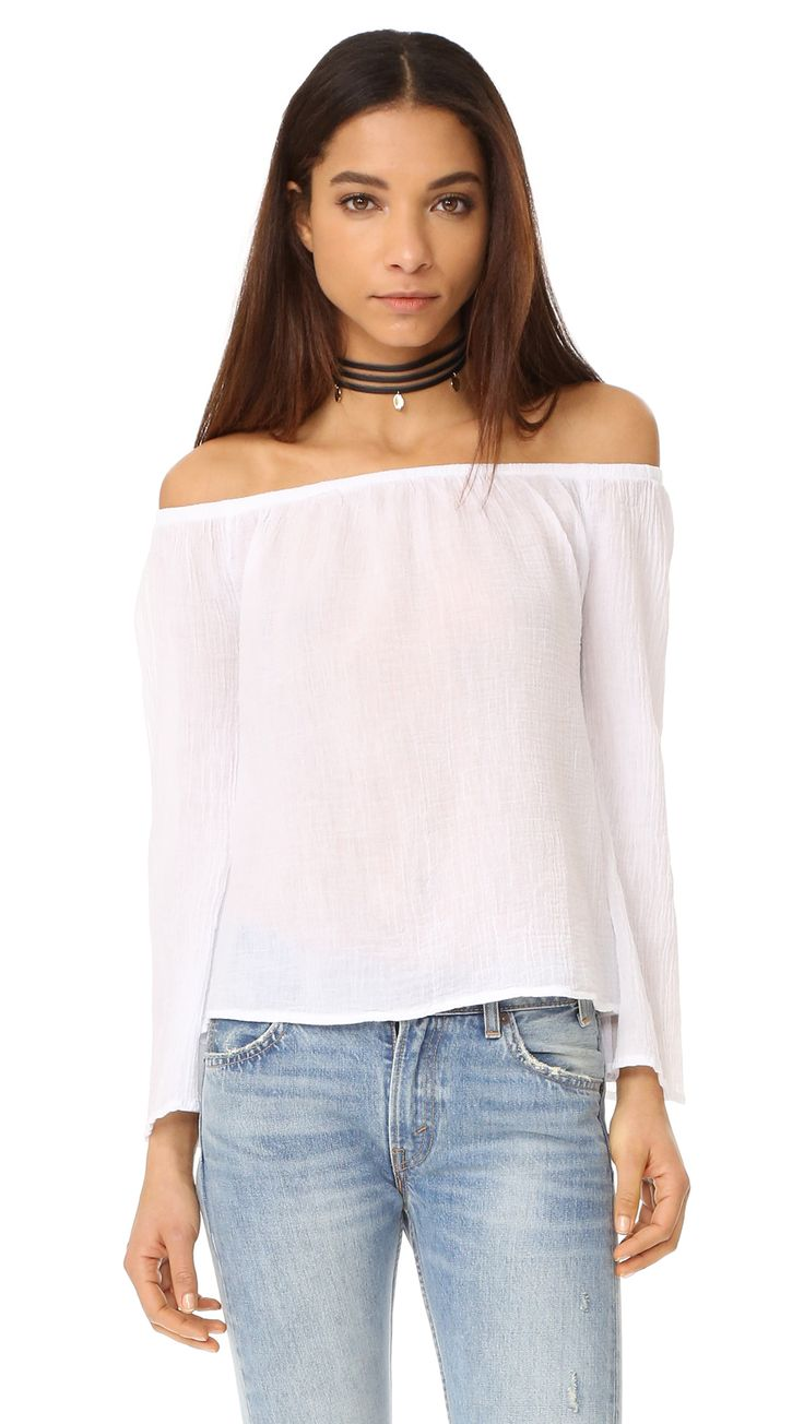 ¡Cómpralo ya!. Bobi Off The Shoulder Tee - White. A breezy bobi blouse composed of delicate, textured gauze. Covered elastic cinches the off shoulder neckline. Long bell sleeves. Fabric: Crinkled gauze. 100% cotton. Wash cold. Imported, China. Measurements Length: 19in / 48cm, from center back Measurements from size S. Available sizes: L , tophombrosdescubiertos, sinhombros, offshoulders, offtheshoulder, coldshoulder, off-the-shouldertop, schulterfreiestop, tophombrosdescubiertos…