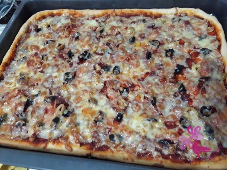 Evde Karışık Pizza Tarifi... Oktay Usta Pizza Tarifi İçin Malzemeler 1 su bardağı kadar sıcağa yakın su 3 su bardağı dolusu un 1 çay kaşığı kadar tuz ... - Yemek Tarifleri - Nasıl Yapılır - Google+