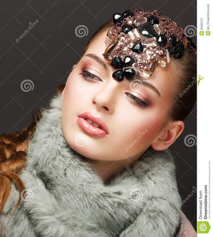 imagination-mannequin-russe-de-femme-avec-la-tte-brillante-29402170.jpg (1171×1300)