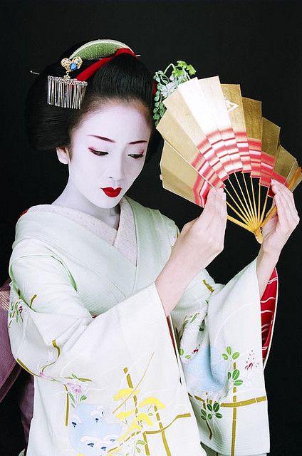 фото японок с веером